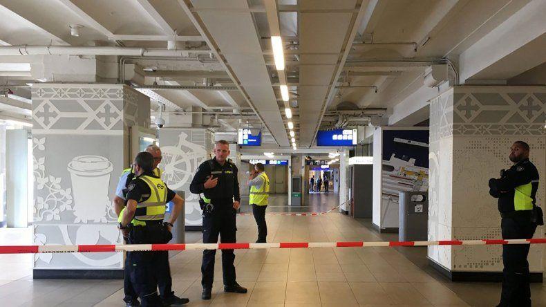 Ataque a cuchillazos en una estación de trenes de Holanda