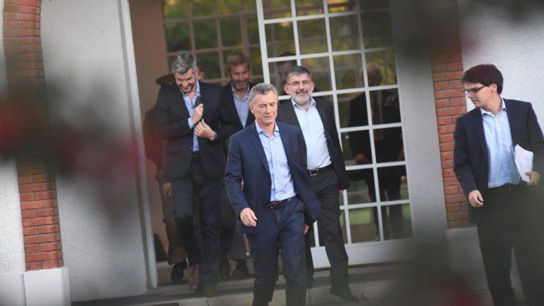 Macri y la mesa chica definen la estrategia para salir de la crisis
