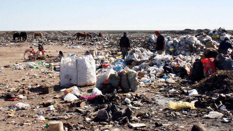 En 10 años no pudieron sacar los basureros