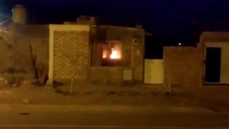 Se incendió una casa que un grupo de jóvenes usaba como aguantadero