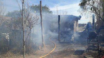 Se incendiaba su casa y entró para rescatar a su familia