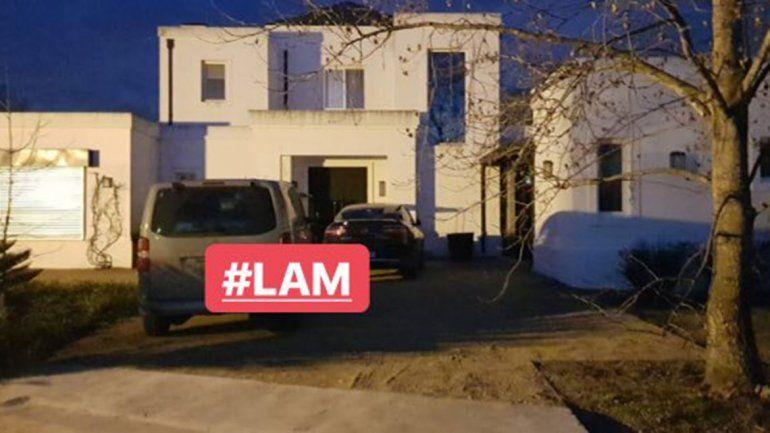 El conductor de Los ángeles de la mañana compartió una foto en donde se ve la camioneta de Pampita en la casa del deportista.
