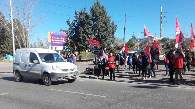 Organizaciones sociales hicieron una volanteada en el puente