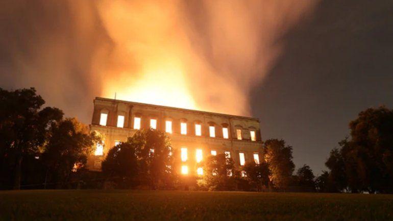 <p>Uno de los museos más importantes de América del Sur se fundió en llamas. </p>