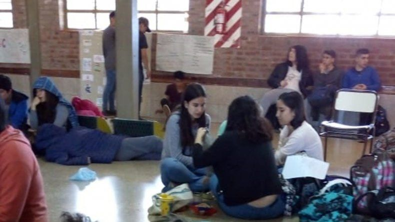 Sigue el malestar en la EPEA 2: alumnos reclaman medidas a la dirección por las sospechas de abuso