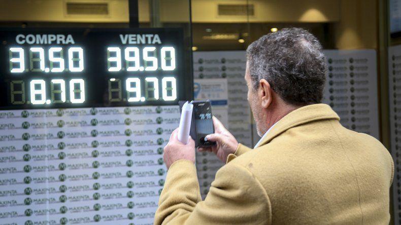 El dólar rozó los 40 pesos tras conocerse las medidas económicas