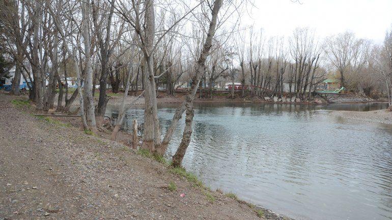 La obra unirá los balnearios sobre el río Limay.