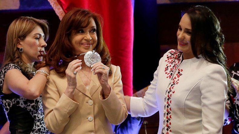 Quieren sacarle una distinción  a Cristina