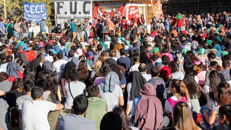 Estudiantes de la UNCo cortan hoy la ruta contra el ajuste