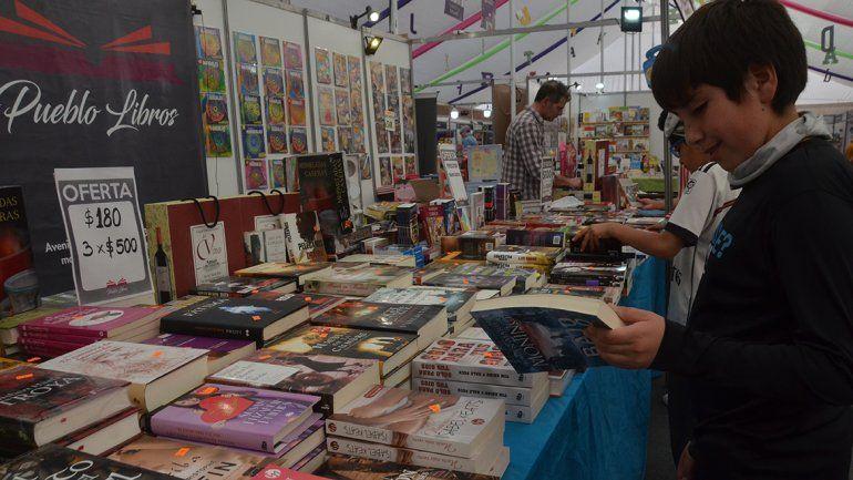 Los libreros están contentos con las ventas en la feria