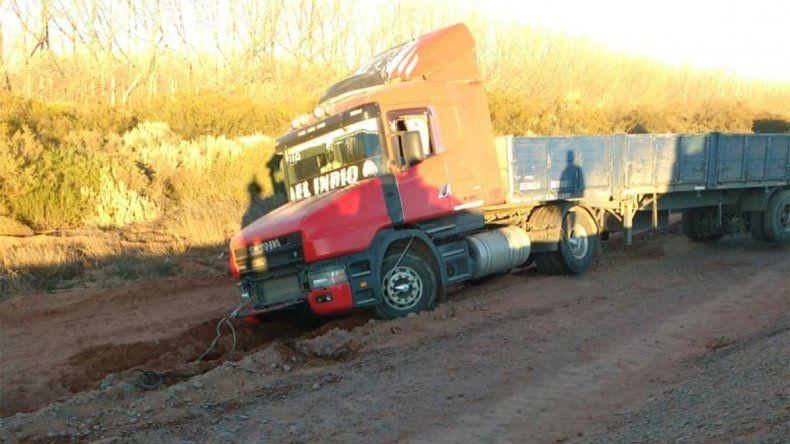Un descuido dejó varado en la banquina a un camionero en Añelo