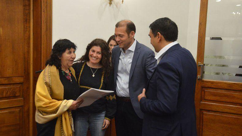 Proponen declarar a las cantoras del norte como patrimonio cultural por ley
