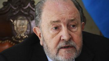 El gobernador de La Pampa sufre un cáncer y tomará licencia