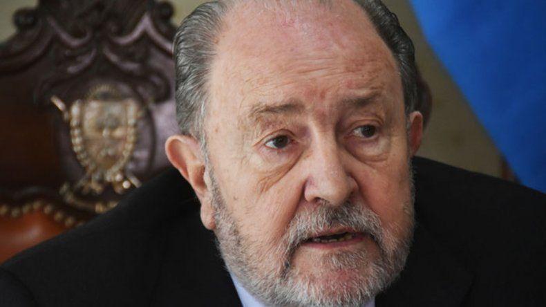 El gobernador de La Pampa sufre un cáncer y tomará licencia en su cargo