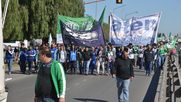 Se movilizaron unas diez mil personas a lo largo de la ruta 22.