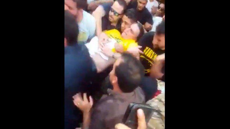 En pleno acto de campaña, apuñalaron a un candidato a presidente de Brasil