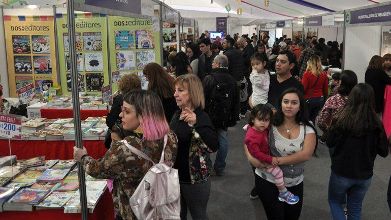 La Feria del Libro ya recibió a más  de 50 mil personas