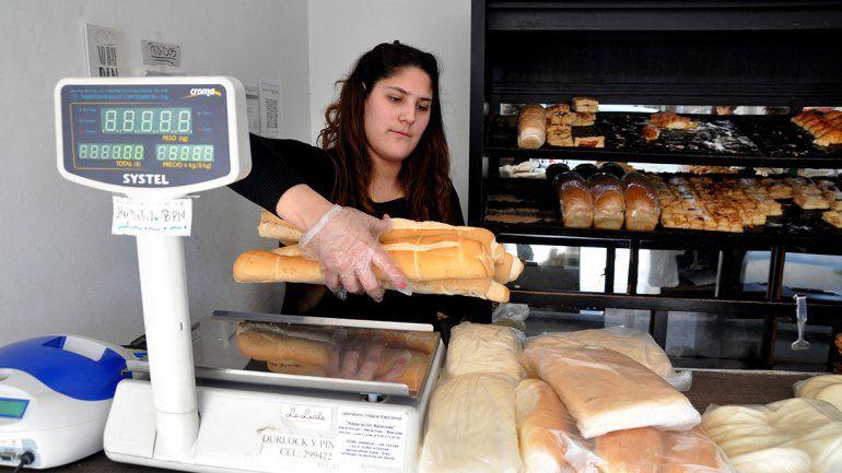 El pan, a $80 por la corrida del dólar y el tarifazo de luz