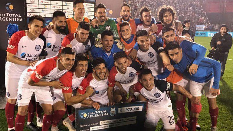 El Ciclón festejó con un Navarro en la Copa