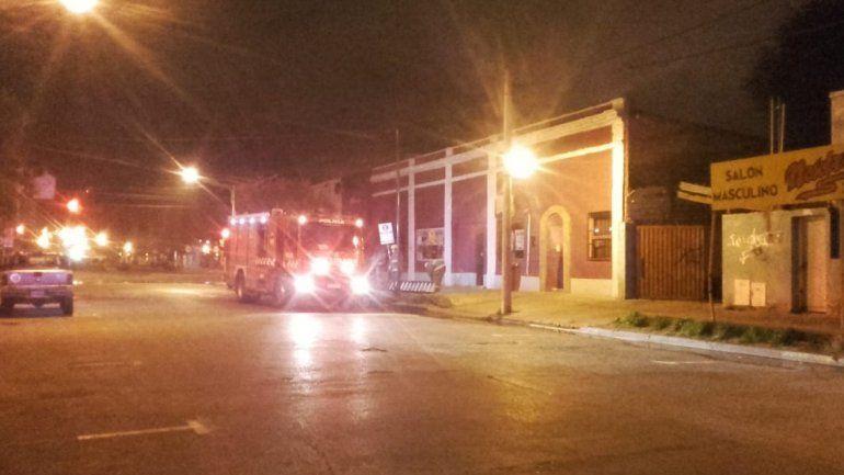 Bomberos sofocaron un incendio en un teatro del centro
