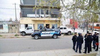 un gitano baleo a un policia de la federal en allanamiento
