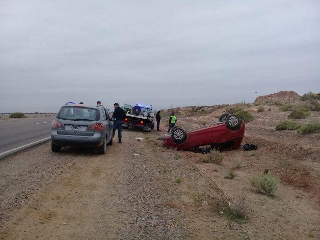 Un auto terminó volcado en la Autovía Norte por el cruce de un perro