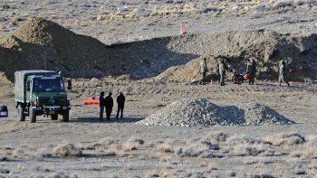 hallaron excavaciones recientes en una estancia de lazaro