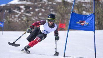 esqui adaptado con 13 atletas en la nieve de chapelco