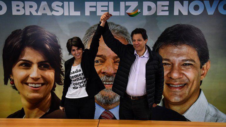 Lula pidió desde la cárcel que voten por este académico de 55 años.