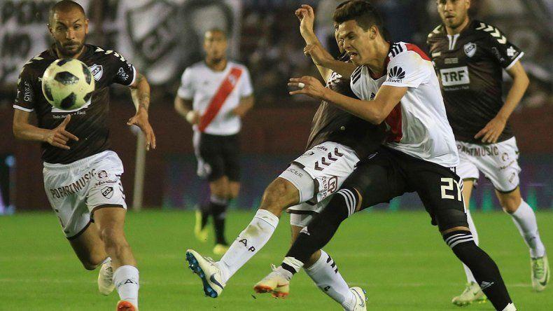 Con dos penales, River le ganó 2 a 0 a Platense y se metió en cuartos