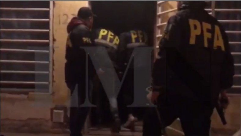 Así irrumpió la Policía Federal en la casa del gitano por la causa de las cajas fuertes