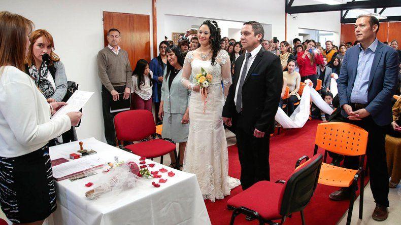 Con Gutiérrez de testigo, se celebró el primer matrimonio en Las Ovejas