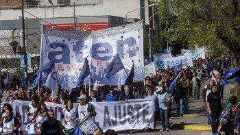 estatales salieron a la calle contra la economia nacional
