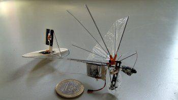 crean un robot volador del tamano de una mosca