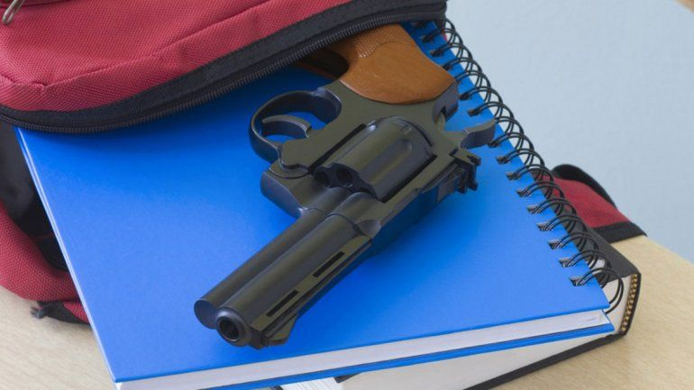 Fue al colegio con un arma