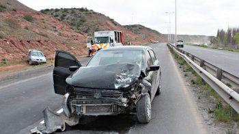 ruta 7: no advirtio a un camion vial, volanteo  e impacto a otro auto