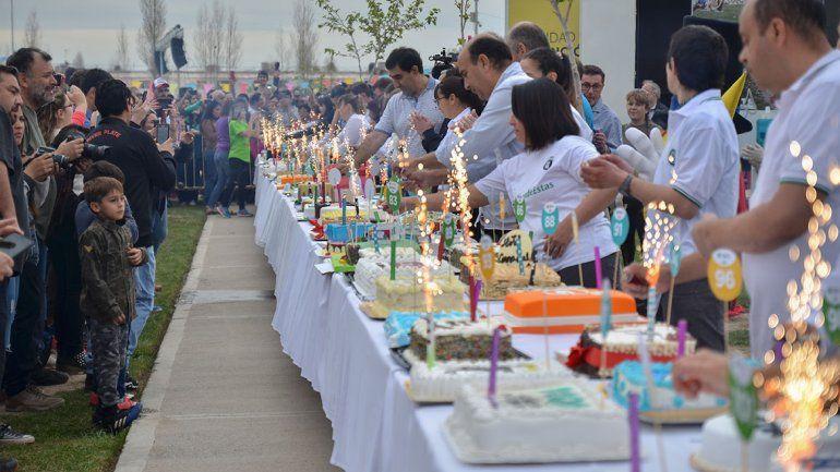 Quedaron pipones los que soplaron las velas en el oeste