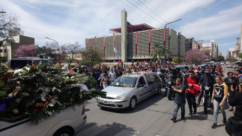 Una multitud despidió al ex gobernador cordobés De la Sota