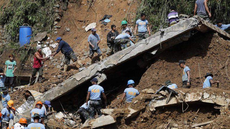 Más de 60 personas buscaron salvarse en un antiguo barracón de un almacén. El supertifón Mangkhut dejó 213 heridos en Hong Kong.