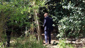 Dos personas que caminaban por una reserva ecológica hallaron al hombre.