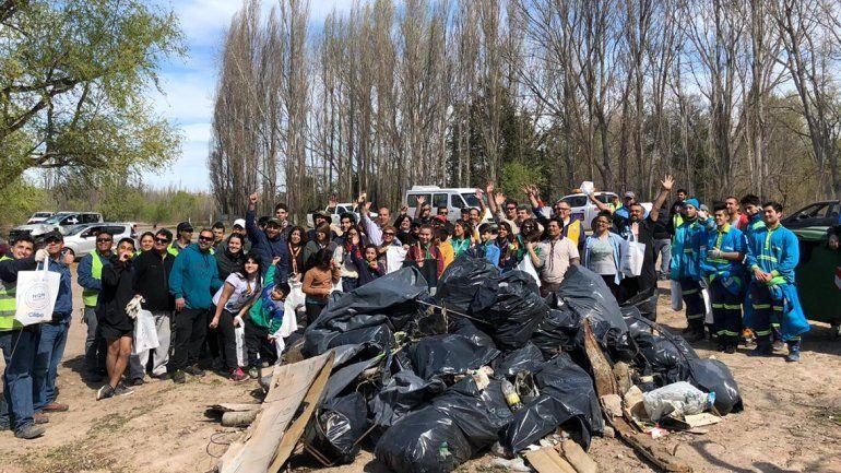 Limpiaron la costa del río Limay por una campaña mundial