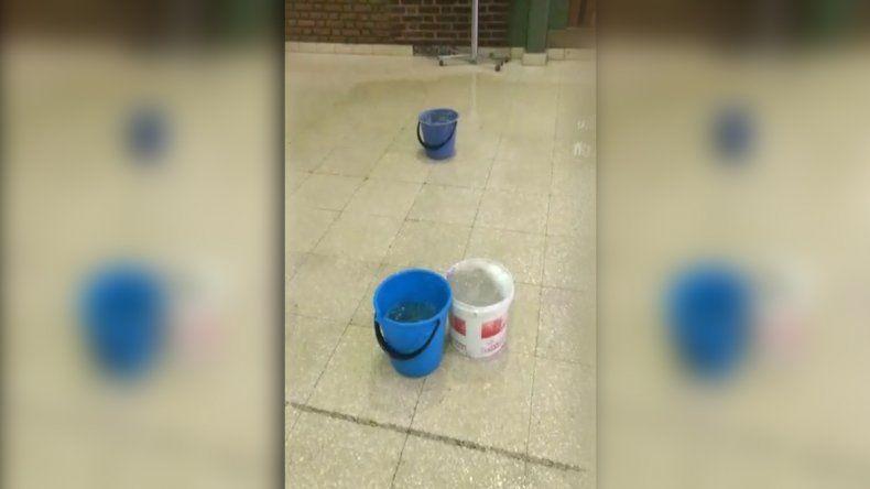 Suspendieron las clases en tres colegios por filtraciones de agua en los edificios