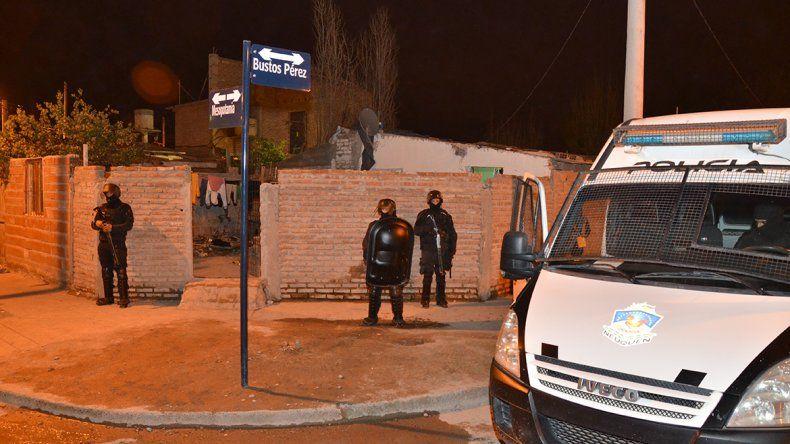 Se enfrentaron a la Policía en medio de un allanamiento a un kiosco narco