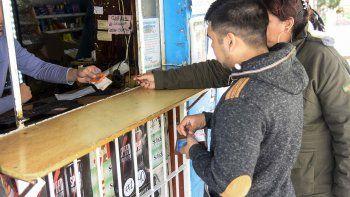 Se viene la ley para poner fin al cobro del plus en kioscos