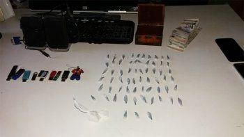 desbarataron kioscos narcos: hallan $100 mil, drogas y un arma