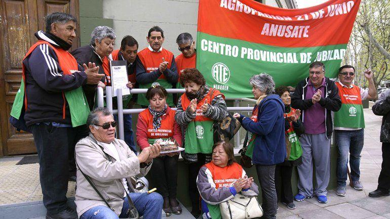 Reclaman frente a Casa de Gobierno los jubilados que no cobraron el último aumento