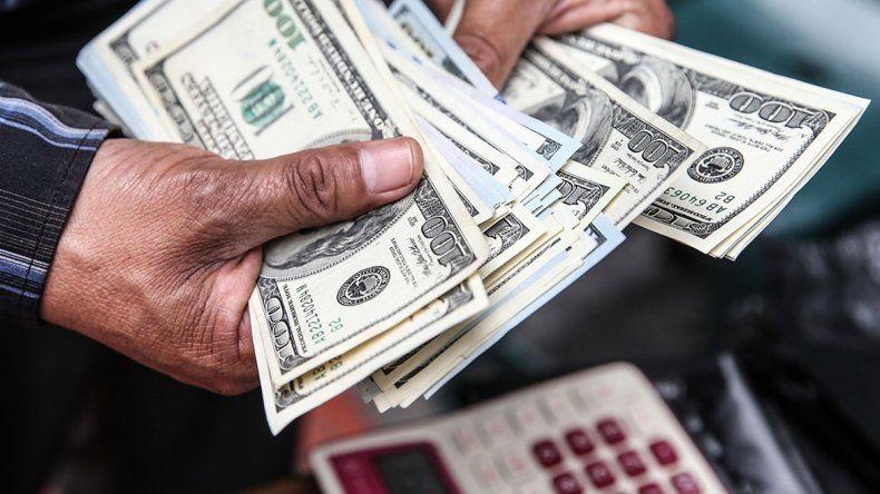 La divisa estadounidense cerró la jornada a 38