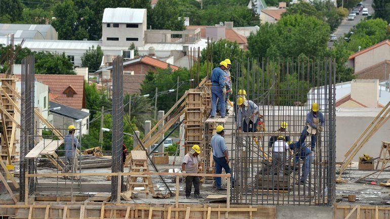 A contramano del país, en Neuquén cae el desempleo