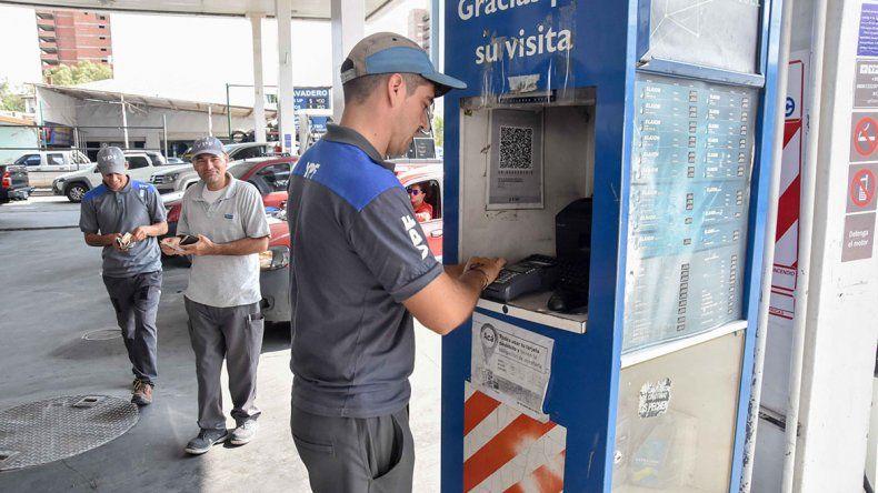 Cuatro de cada diez cargan nafta con tarjeta de crédito