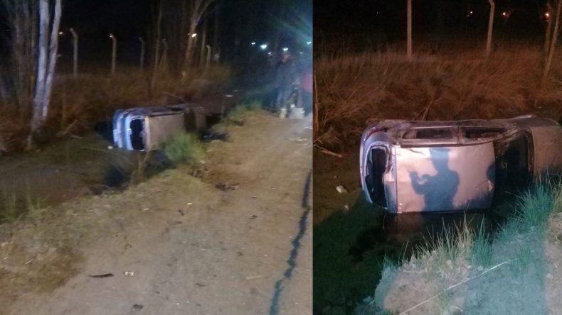 Plottier: chocó con un auto y terminó adentro del canal
